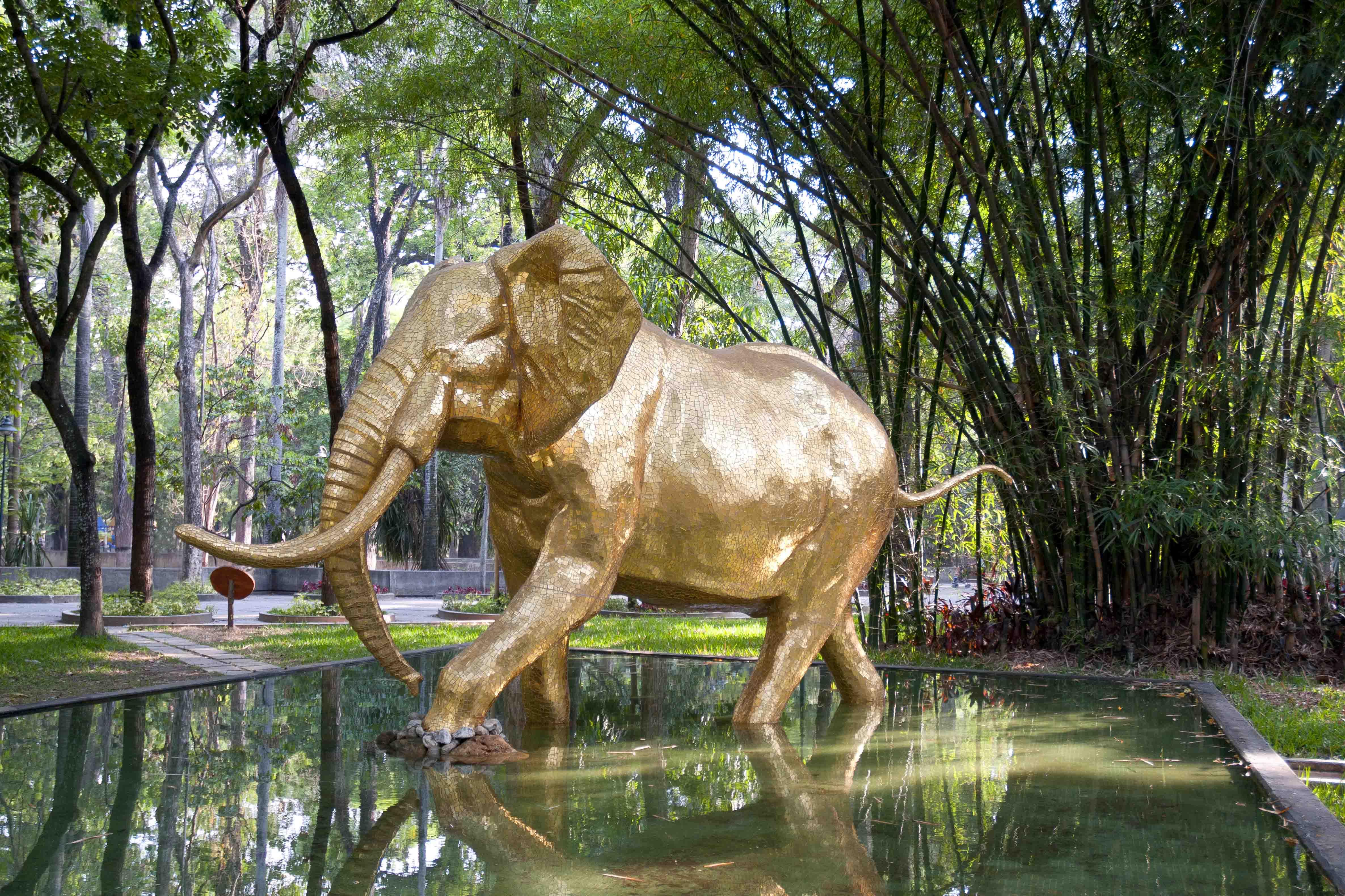 Nueve monumentos públicos bajo la lente de Daniel Benaim protagonizan exposición en GBG Arts
