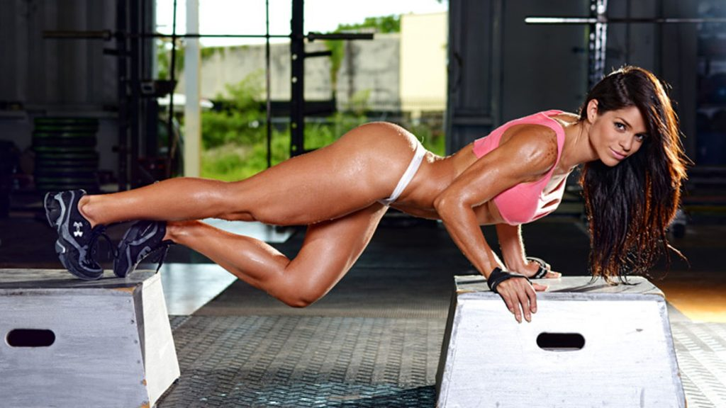 La bella venezolana Michelle Lewin nos muestra que para ser bella hay que hacer ejercicios ;)