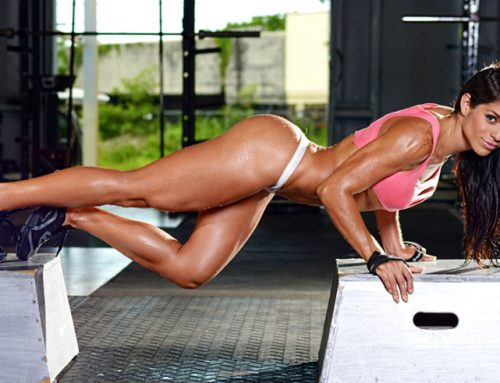 La bella Michelle Lewin nos enseña a hacer ejercicios