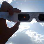 Amazon advierte sobre ventas de lentes falsos para eclipse solar