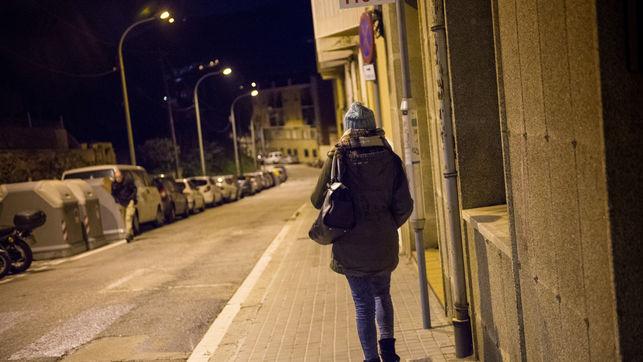 Dona-sola-per-carrer_EDIIMA20151124_0066_4