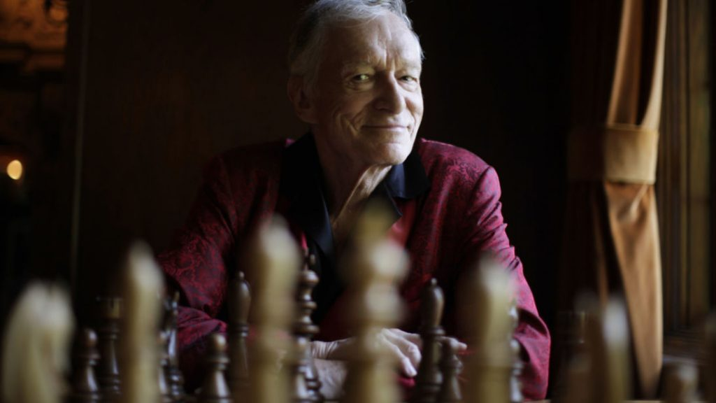 Playboy magazine founder Hugh Hefner poses for a portrait at his Playboy mansion in Los Angeles, California, July 27, 2010.   REUTERS/Lucy Nicholson   (UNITED STATES - Tags: ENTERTAINMENT PROFILE) - GM1E67S0PDQ01