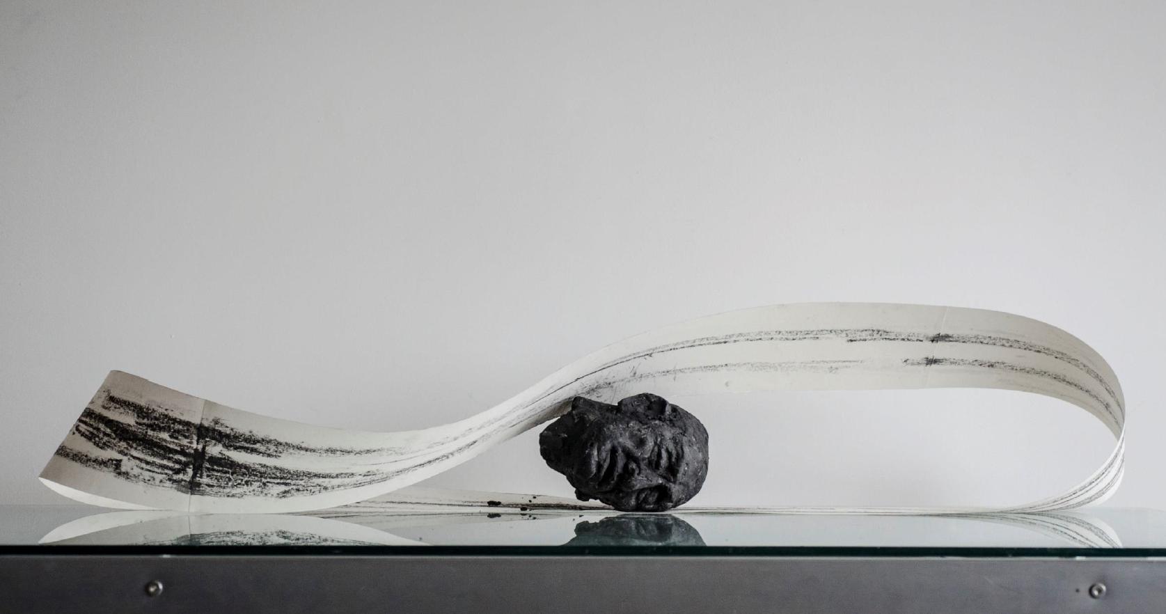 Muestra Colectiva Apóstrofe exhibe obra de seis jóvenes artistas en la galería ABRA