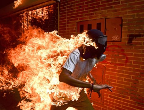 El fotoperiodista venezolano Ronaldo Schemidt ganó el premio World Press Photo