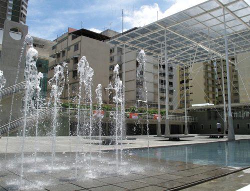 Rinden homenaje al poeta Rafael Cadenas en la Plaza Los Palos Grandes