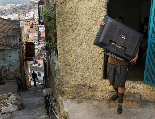 Instalaciones del proyecto PLAN B toman distintos espacios de Caracas