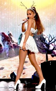 rs_634x1024-141213082630-634.Ariana-Grande-Jingle-Ball.jl.121314