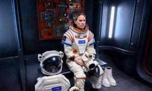 """Teaser y fecha de estreno para """"Away"""" la serie espacial de Netflix"""